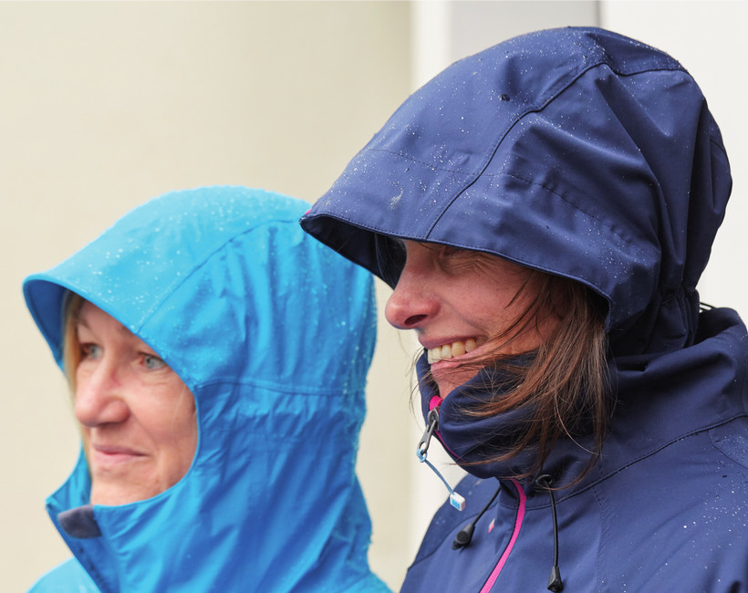 Regenjacken aus Naturfasern ohne PFC & Synthetik –